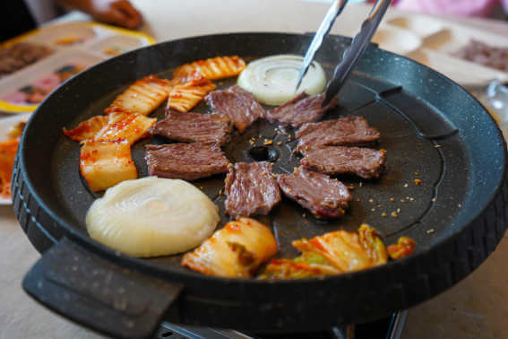 Iron cast cooking food